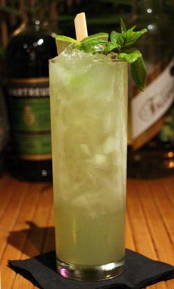 En grön och skön Chartreuse Swizzle